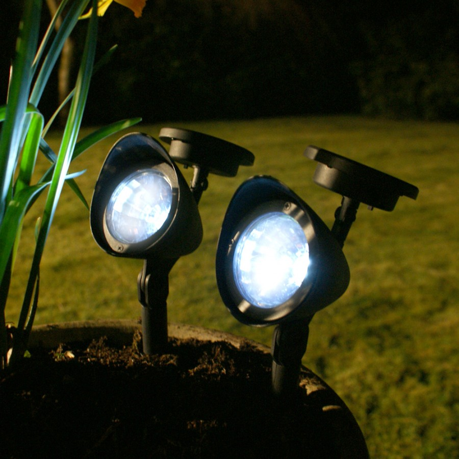 How do solar garden lights work solar powered garden for Garden lights