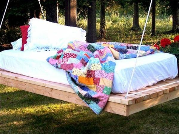 DIY pallet swing bed 1