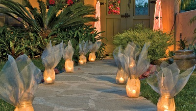 01-screen-luminaries-lining-outdoor-walkway-10195851463103028_std.42110046_std