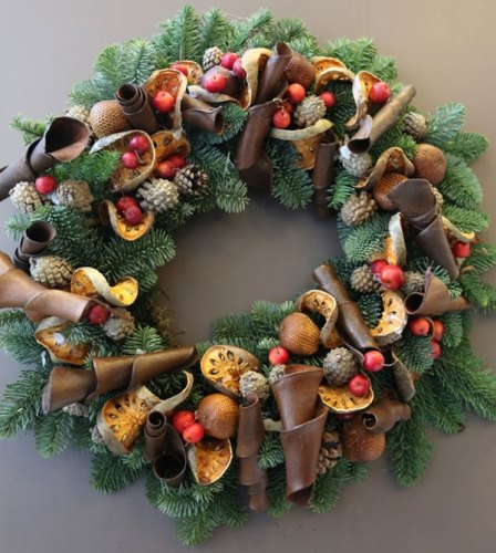 Beautiful floral christmas door wreath ideas - Admirable christmas wreath decorating ideas to welcome the december ...