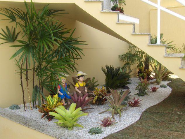 understairs-garden-16