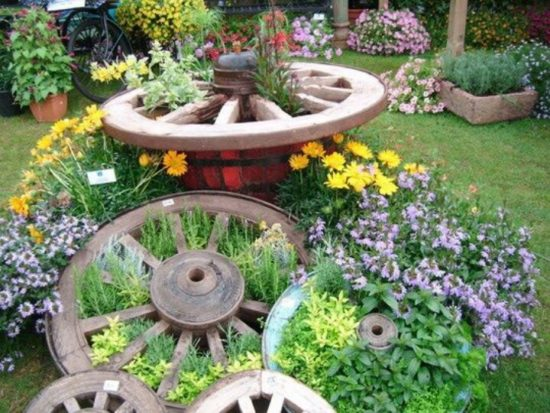 Wagon-Wheel-Design-Herb-Garden-550x413